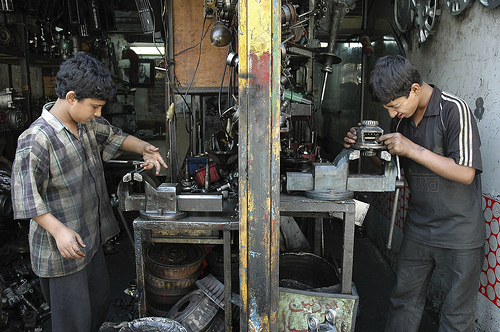 Iran Child mechanics - Credit : Javad M. Parsa